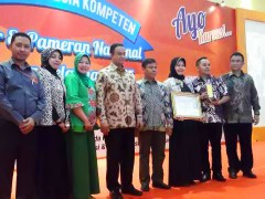 Foto Penghargaan Bersama Menteri Pendidikan (Bpk Anies Baswedan)